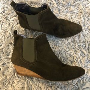 Anthropologie Pilco inclined Chelsea booties